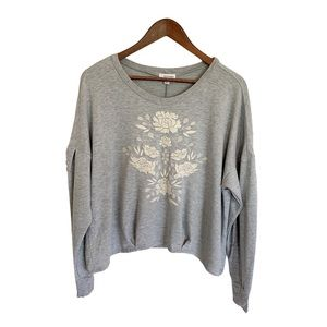 EYESHADOW Gray Floral Embroidered Crew Sweater L